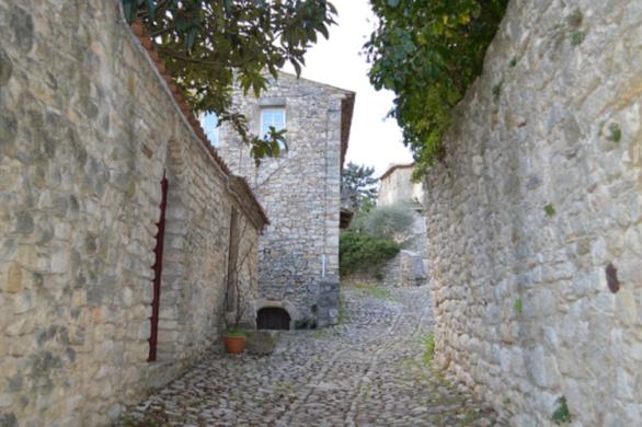 Deserted-alleyway